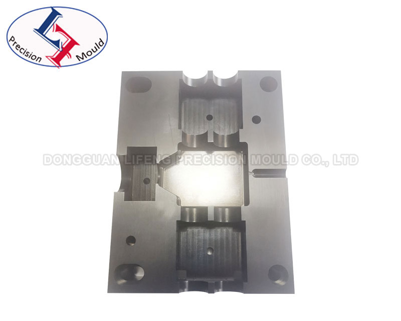CNC milling aluminium part with anodizing